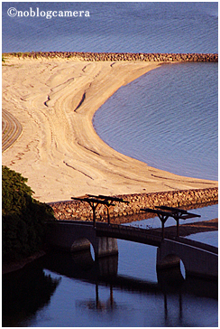 夕日に映える砂浜